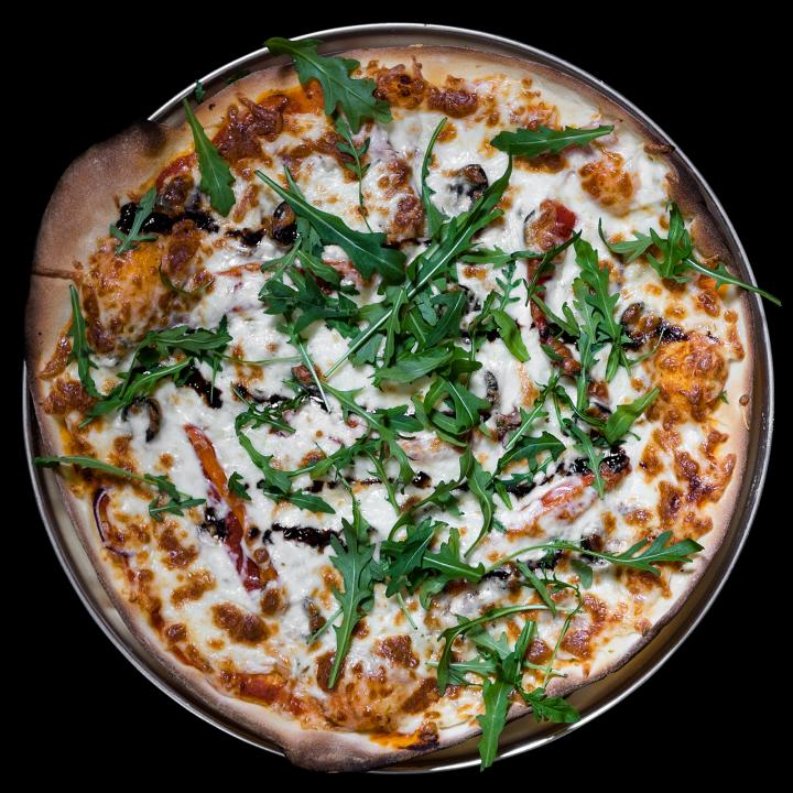 Пицца с ветчиной и салями